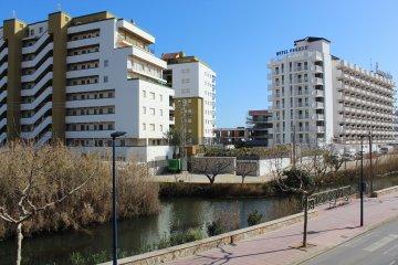 SE ALQUILA piso de 4 hab, céntrico, en Peñiscola