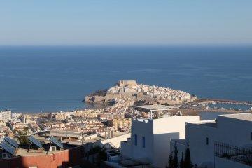 SE ALQUILA Apartamento con vistas al mar y piscina en Peñíscola