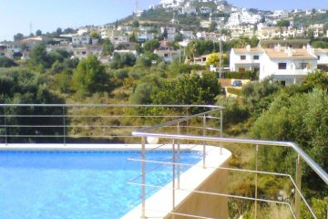 SE ALQUILA apartamento con piscina en Peñíscola