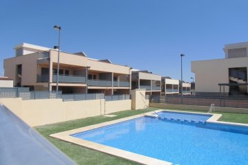 SE VENDE Chalet pareado 171m2